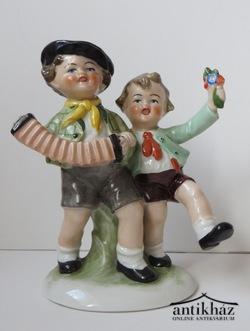 Német porcelánfigura. Táncoló gyerekek